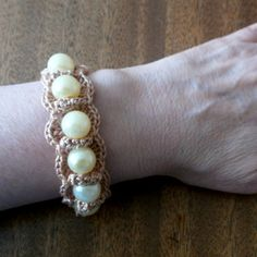 https://www.guidecentr.al/crochet-a-pretty-beaded-bracelet