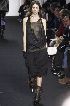 Sharon Wauchob at Paris Fashion Week Fall 2005 - Runway Photos The Effective Pictures We Offer You About Runway Fashion kendall jenner A quality picture can tell you many things. You can find the most Korean Hairstyles Women, Redhead Hairstyles, Asian Men Hairstyle, Japanese Hairstyles, Asian Hairstyles, Men Hairstyles, Couture Fashion, Runway Fashion, Fashion Models
