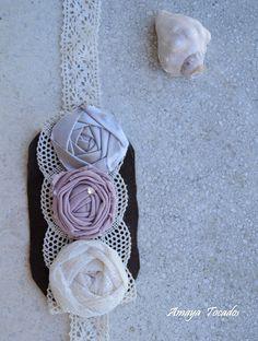 diadema de encaje con aplicacion de flores en lino y seda