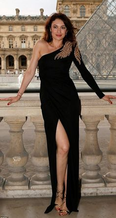 Olga Kurylenko in Balmain attends a charity dinner for the American Friends of the Louvre in Paris. #bestdressed