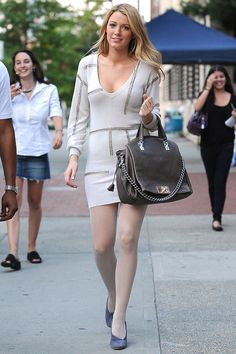 "blake lively in jumper dress and pale tights while filming ""Gossip Girl"""