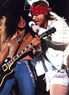 Guns N' Roses - Slash & Axl Rose Guns N Roses, Live Rock, The Duff, Rock And Roll, Music Bands, Metallica, Hard Rock, 80s Rock Bands, Cool Bands