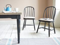 These mottled black wooden kitchen chairs look just as tasty mixed up with some of our other lovely finishes as they do on their own. Chortle over that! Copper Kitchen Decor, Colorful Kitchen Decor, Kitchen Cabinets Decor, Rustic Kitchen Decor, Kitchen Decor Themes, Wooden Kitchen, Home Decor, Wooden Dining Room Chairs, Wayfair Living Room Chairs