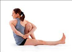 MARICHYASANA C  Een diepe twist, waarbij je darmstelsel van binnen wordt gemasseerd en je bv constipatie kan oplossen. Trek je buik goed in met een inademing, adem uit en strek je arm uit en vouw deze om je gebogen knie heen. Kijk of je je pols kan pakken. Blijf rechtop zitten en adem rustig in en uit en kijk of je steeds ietsje verder kan draaien.