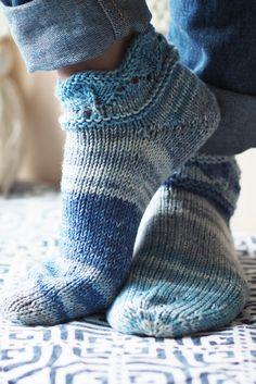 Novita wool socks, short summer socks with a lace pattern made with Novita Aalto #novitaknits #woolsocks #knitting #lacepattern #knit #villasukat #knit