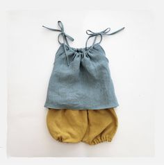 Vintage Washed Linen Top and Bloomers Set Made of 100% Linen Colour: Top --- French Blue Bloomers --- Mustard   Gorgeous outfit for toddler girl.