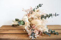 Bouquet of dried flowers Leopold Bouquet D'eucalyptus, Wedding Centerpieces, Wedding Bouquets, Red Leaves, Dry Leaf, Nature Decor, Potpourri, Dried Flowers, Preserves