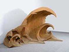 Mario Ceroli, Onda (Vague), 1992, sapin, 175 x 390 x 200 cm (Tornabuoni Art, Paris).