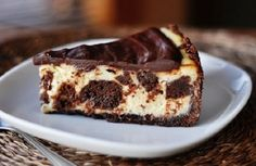 Brownie Mosaic Cheesecake - OMG, two of my faves chocolate and cheesecake! Smooth, creamy cheesecake surrounding decadent, fudgey brownie bites, and smothered in a rich chocolate ganache! Cheesecake Brownies, Nutella Cheesecake, Cheesecake Recipes, Dessert Recipes, Cookie Brownies, Milanesa, Yummy Treats, Sweet Treats, Yummy Food