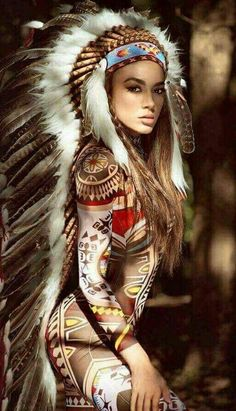 Indian women don't usually wear headresses, But this is beautiful. Native American Beauty, Native American Indians, Native Girls, Beautiful People, Beautiful Women, Native Indian, Indian Girls, Belle Photo, Indian Beauty