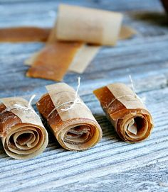 Apple and Cinnamon Fruit Leather - heathersfrenchpress.com #apples #fall