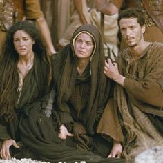 The Passion of the Christ - Publicity still of Maia Morgenstern, Monica Bellucci & Christo Jivkov. The image measures 1400 * 926 pixels and was added on 19 August Images Du Christ, Pictures Of Christ, Mel Gibson, Christ Movie, Mary John, Monica Bellucci Photo, Marie Madeleine, Jesus E Maria, Blessed Mother Mary