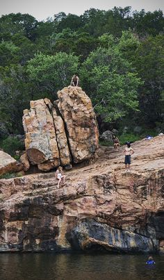 Who's ready for spring break? Ink's Lake State Park, Burnet, Texas -My boys & some friends when they were younger loved to dive/jump off that HIGH rock, most of the time they jumped from the rock underneath that big rock. They had a blast! I bet they Texas Vacations, Texas Roadtrip, Texas Travel, Austin Texas, Inks Lake State Park, Texas Bucket List, Burnet Texas, Only In Texas, Texas Pride