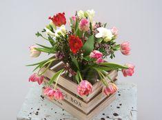 Spring Flowers - Blumenabo von StarFlower Unser Bouquet präsentiert sich mit seinen bunten Tulpen und duftenden Freesien frisch und leicht und weckt den Frühling aus seinem Winterschlaf. www.star-flower.de Bunt, Floral Wreath, Wreaths, Star, Home Decor, Tulips, Fresh, Floral Crown, Decoration Home