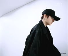 Animated gif uploaded by ɢᴏʟᴅᴇɴ ɪᴅᴏʟ⁷. Find images and videos about gif, bts and jungkook on We Heart It - the app to get lost in what you love. Jeon Jungkook Hot, Jungkook Abs, Jikook, Hoseok, Namjoon, Taehyung, Sweet Boyfriend, Bts Concept Photo, Jeon Somi
