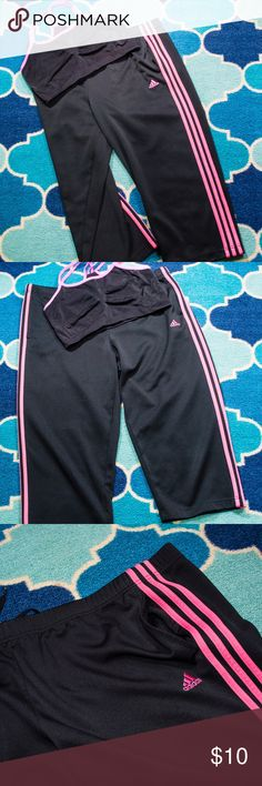Adidas crop/Capri workout pants XL Adidas crop or capri workout pants, relaxed fit style. Great for running those long miles in comfort! Feel free to ask questions and bundle for best savings! Reasonable offers are considered, no trades please. I ship daily except on Sundays. Shop on and Happy Fall Y'all!! 🍁🍂🍃🍂🍁 Adidas Pants Capris