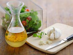 5 x salaatinkastike – ota haltuun helppojen kastikkeiden salat - Kotiliesi. Spice Mixes, Tahini, Hummus, Feta, Spices, Food And Drink, Cheese, Cooking, Early Bird