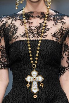 Beautiful black lace details with ornate golden cross necklaces and earring seen @ Dolce Gabbana at Milan Fashion Week Fall High Fashion, Fashion Show, Womens Fashion, Fashion Trends, Milan Fashion, Style Fashion, Fashion Logos, Fashion Black, Fashion Jewelry