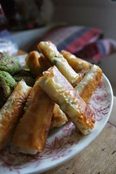 Delicacies and Wonders: Lebanese Rekakats (Cheese Cigars) Baklava Recipe, Lebanese Recipes, Cigars, Starters, Asparagus, Side Dishes, Sausage, Recipies, Food Porn