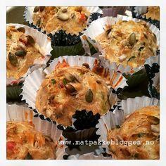 Jeg har prøvd meg frem og laget grove muffins som guttene kan ha med i matboksen. Disse falt VELDIG i smak hos mine to! Ingredienser: 3...