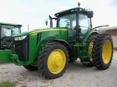 192hp John Deere 8235R in Flora