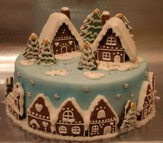 gingerbread cookies stacked together on top? Use prebaked cake from bakery? Christmas Cake Decorations, Christmas Sweets, Holiday Cakes, Christmas Cooking, Noel Christmas, Holiday Treats, Christmas Cakes, Xmas Cakes, Italian Christmas