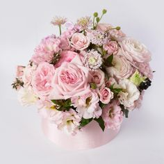04-Trend | Flowers in Hatboxes-This Is Glamorous
