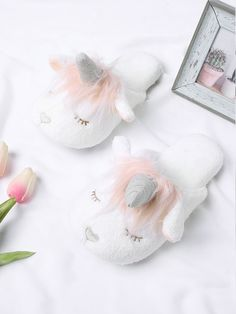 Shop Unicorn Design Two Tone Flat Slippers online. SheIn offers Unicorn Design Two Tone Flat Slippers & more to fit your fashionable needs. Soft Slippers, Cute Slippers, Slipper Socks, Ladies Slippers, Winter Slippers, Womens Slippers, Little Unicorn, Unicorn Gifts, Girls Shoes
