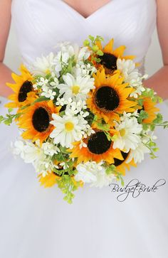 Sunflower wedding flower brides bouquet with sunflowers, white daisies, white roses and white filler. Perfect for an outdoor rustic barn theme wedding flowers sunflowers Daisy Bouquet Wedding, Fall Wedding Flowers, Bride Bouquets, Wedding Bouquets With Sunflowers, Daisy Wedding Decorations, Daisies Bouquet, Country Wedding Bouquets, Boquette Wedding, Wedding White