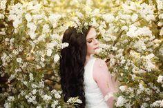 Blooms after rains  Máj je pre mňa výnimočný mesiac, kedy mi príroda v plnom kvete robí obrovskú radosť a napĺňa ma neskutočnou energiou. Po dlhých týždňoch karantény som na najbližší čas vymyslela kvetinové fotenia. Chceli by ste podobné fotenie vyskúšať? Ak by sa vám takéto fotenie páčilo, napíšte mi správu, kým máme kvietky na stromoch 🌸  foto: Lia Paugsch modelka: Lucka Poláková make-up: Evka Pitoňáková šaty: Kolektív autorov SSŠ Biela voda  #fineart #fantasyart #photos_of_your_fantasy… Wedding Dresses, Fashion, Bridal Dresses, Moda, Bridal Gowns, Wedding Gowns, Weding Dresses, Wedding Dress, Fasion