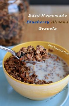 Easy Homemade Blueberry Almond Granola - sweet, crunchy, chewy and healthy. Gluten free and oil free. The perfect breakfast to start your day or an energizing afternoon snack!