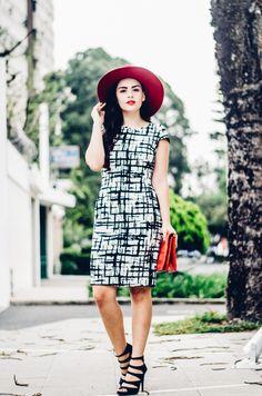 #FashionBySIMAN & Stephanie's Closet: Expresa tu pasión por la moda, creando el balance perfecto en tu outfit, inspirado en la clásica tendencia B&W agregando pequeños toques de color rojo y atrévete a lucir #InStyle.