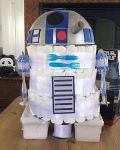R2D2 Diaper Cake for my friend Maria's Star Wars themed baby shower