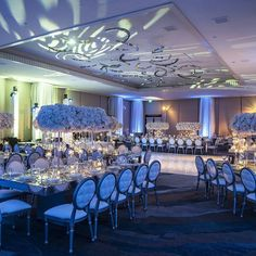 Breathtaking reception setup! #regram @01ostrovskiy - - (Lighting: @thelightersidela | Photographer: @01ostrovskiy | Venue: @marriotthotels | Planner: @charleybluebell | Rentals: @whitenightdesign | Floral: @butterflyfloral | Hair/Makeup: @designvisage)