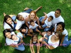 Large Group Family Portraits | Large Group Family Portraits, Ariel View | Photography/adults/family Large Family Portraits, Big Family Photos, Large Family Poses, Family Posing, Couple Photos, Cousin Photo, Generation Photo, Show And Tell, Ariel
