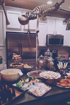 weekend bouquet: Halloween Party Buffet Decor