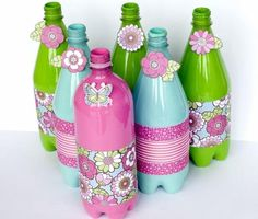 So have a look at these 20 Handmade DIY plastic bottles ideas. Just grab some empty plastic bottles, a pair of scissors, some paint to get the home decor ideas Empty Plastic Bottles, Plastic Bottle Flowers, Plastic Bottle Crafts, Diy Bottle, Recycled Bottles, Plastic Recycling, Plastique Recyclable, Boutique Deco, Painted Rocks Kids