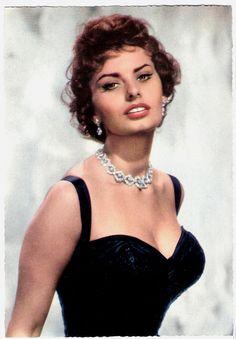 The Nifty Fifties — Sophia Loren, German postcard. Golden Age Of Hollywood, Vintage Hollywood, Classic Hollywood, Divas, Trash Film, Loren Sofia, Sophia Loren Images, Italian Actress, Italian Beauty