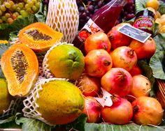 """Son las frutas exóticas. Esta imagen representa la rareza de productos en el mercado. Las frutas exóticas no son """"las frutas típicas."""""""