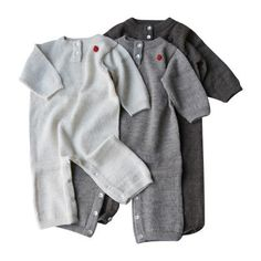 This beautiful, ultra-soft jumpsuit is made of the finest llama wool from the Andes Mountains. Silky soft llama wool is a water repellent, warm and breathable natural fabric that protects your babies