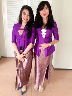 Kutu baru kebaya design as Indonesia traditional dress. You can combined also with silver or gold brooch. How to cute!
