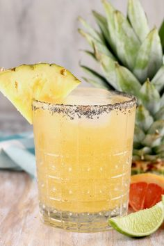 Pineapple Screwdriver {Aloha Cocktail} - Miss in the Kitchen Fruity Cocktails, Frozen Cocktails, Easy Cocktails, Non Alcoholic Drinks, Summer Cocktails, Cocktail Recipes, Margarita Recipes, Mezcal Cocktails, Alcholic Drinks