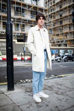Off white coat × white T shirt × jeans × adidas super star