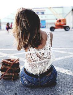 Idée Coiffure :    Description   Top en crochet + short en jean type 501 = le bon mix (blog Collage Vintage)    - #Coiffure https://madame.tn/beaute/coiffure/idee-coiffure-top-en-crochet-short-en-jean-type-501-le-bon-mix-blog-collage-vintage/