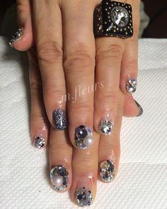 ✨Bijou Art✨   素敵な指輪と共に♡    #Swarovski #Bijou #冬ネイル #Nail #NailArt #NailDesign #北摂 #箕面 #NailSalon #mfleurs #美人百花 #네일 #네일아트 #美甲 #ChristmasNail