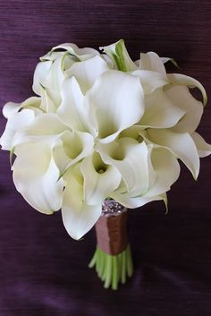 Dramatic white calla lily bridal bouquet #weddings #callalily #bouquet