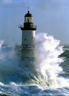 In choosing a sailboat, many people find it difficult to know where to start. Lighthouse Storm, Lighthouse Painting, Lighthouse Pictures, Storm Tattoo, Ocean Storm, Strange Weather, Stormy Sea, Beacon Of Light, Nature Photography