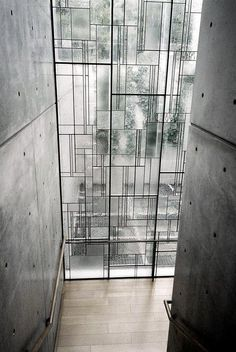 Shiba Ryotaro Memorial Museum by Tadao Ando. Modern window alternating matte and clear glass installed on a iron structure with irregular shapes. Is a new interpretation of stained glass windows and also a nice alternative to ordinary windows. Tadao Ando, Facade Architecture, Amazing Architecture, Futuristic Architecture, Sustainable Architecture, Contemporary Architecture, Japan Design, Modern Windows, Tall Windows