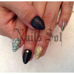 #nailsolqro #nails #blacknails #stilleto #animalprint #gold