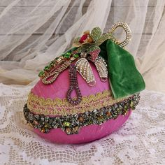 Easter Egg Centerpiece Decor, Decorative Egg, Easter Decorations, Shabby Chic Easter Table Decor, Vintage Easter Ornament, Spring Home Decor Easter Table Decorations, Wedding Decorations, Passementerie, Spring Home Decor, Vintage Easter, Shabby Chic Style, Easter Wreaths, How To Make Bows, Easter Eggs